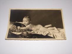 Photo Carte D Un Enfant.Bébé Nu.Photographie F.Loux à Hal. - Portraits