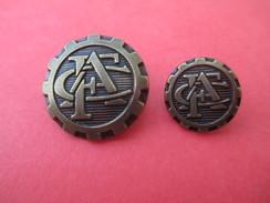 2 Boutons De Livrée De Tailles Différentes,Couleur Bronze/Monogramme CFA/Origine à Déterminer /Fin XXéme    BOUT115 - Boutons