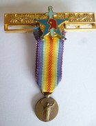 MEDAILLE DE LA GRANDE GUERRE 1914-1918 POUR LA CIVILISATION (miniature) , Sur Barrette Accroche Médailles - Army & War