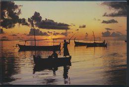 °°° 9410 - MALDIVES - FISHERMEN RETURN AT SUNSET °°° - Maldives