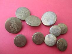 10 Boutons De Livrée/ De 2 Tailles Différentes /Militaria/Monogramme Couronné/Origine à Déterminer/mi-XXéme     BOUT128 - Buttons
