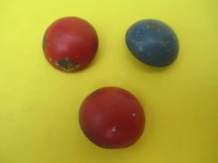 3 Boutons De Livrée/De Couleurs Différentes / 2 Bleus Et 1 Rouge /Militaria/Origine à Déterminer/Début XXème     BOUT119 - Boutons