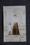 Carte Photo D'une Femme Et D'une Petite Fille - Photographs