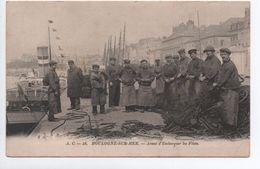 BOULOGNE SUR MER (62) - AVANT D'EMBARQUER LES FILETS - Boulogne Sur Mer