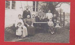 Woluwe St Pierre  -- Carte Photo  - Famille Dans Un Jardin  -- 2/3/1914 - Belgique