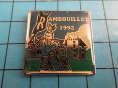 SP16 Pin's Pins / De Belle Qualité Et Rare VILLES / CHATEAU DE RAMBOUILLET 1992 CHEVALIER MOYEN AGE - Cities