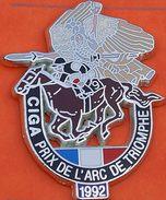 W 331 )....RARE..........BEL ECUSSON  ARGENTE   DU PRIX DE L ARC  DE TRIOMPHE   1992........CIGA...HIPPISME....CHEVAL - Other