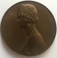 Médaille Bronze. Majesté Astrid. Reine De Grace Et De Bonté. G. Deveese. 1934-1935. 75 Mm - 140gr - Royal / Of Nobility