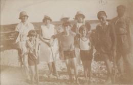 Enfants - Carte-Photo - Bains Maillots Mode - Jeux Tennis  - 1930 - Grupo De Niños Y Familias