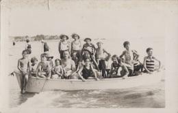 Enfants - Carte-Photo - Bains Maillots Mode - Barque - Jumelles - Grupo De Niños Y Familias
