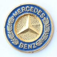 Pin's  MERCEDES BENZ - Le Logo  - Sigle En Relief Au Centre Du Pin's -  G985 - Mercedes