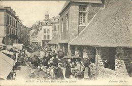 AURAY -- La Vieille Halle Le Jour De Marché                                -- ND 16 - Auray