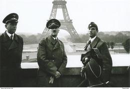 Militaria WW2 -  Hitler Sur Le Champ De Mars Paris En Juillet 1940 - 1939-45