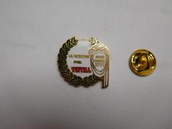 Superbe Pin's En EGF , Carburant Essence Total , Auto Rallye Paris Dakar 1991 - Rally
