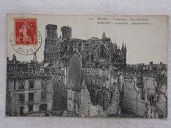 REIMS - Cathédrale - Vue Générale - Guerre/Militaria/Ruines/Bombardement - CPA - CP - Carte Postale RARE - Reims