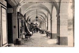 Paris : Arcades Dela Place Des Vosges - District 03