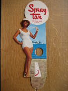 Carton Publicitaire Original (1963) - SPRAY TAN - Produit Autobronzant - Placas De Cartón