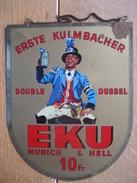 Plaque Publicitaire En Tôle (1954) EKU ERSTE KULMBACHER DUBBEL - Bière - Bier - Liquor & Beer