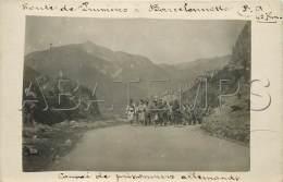OCT17032 CARTE PHOTO GUERRE 14 18 CHASSEURS ALPINS ROUTE DE PRUNIERES A BARCELONNETTE CONVOI DE PRISONNIERS ALLEMANDS - France