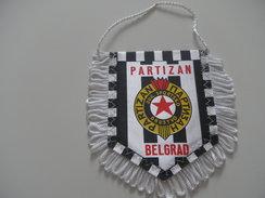 Fanion Football - BELGRADE PARTIZAN - Habillement, Souvenirs & Autres