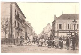 ROMILLY-sur-SEINE .  Cpa.  - Passage à Niveau (Belle Animation)  (scans Recto-verso) - Romilly-sur-Seine