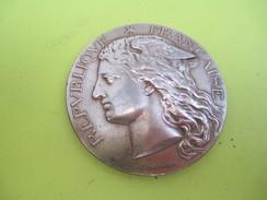 Médaille De Table/RF/Ministére De L'Agriculture/Concours Régional Hippique/BOURGES/H PONSCARME/Bronze/1897     SPO216 - Equitation