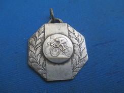 Médaille /Sports/Cyclisme//Bronze Nickelé /Coupe Biscottes LUC/ Vers 1920 -1930   SPO223 - Cyclisme