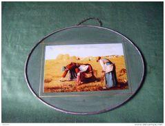 Ancien Petit Cadre Metal Avec Chainette Pour Le Suspendre 21x17 Ovale Representant La Moisson-aux Champs - Popular Art
