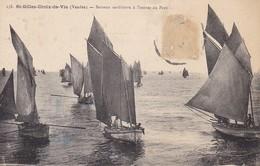CPA Saint-Gilles-Croix-de-Vie - Bateaux Sardinièrs à L'entrée Du Port (31063) - Saint Gilles Croix De Vie