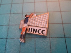 Pin1415a Pin's Pins / Beau Et Rare : CLUB VOLLEY BALL UNC UNION NATIONALE DES CASSE-COUILLES  Marquage Au Dos : - --- - - Volleyball