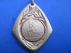Médaille De Sport/Athlétisme / Course à Pied/Bronze Doré / Vers 1930 - 1950                     SPO236 - Athletics