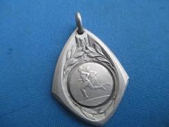 Médaille De Sport/Athlétisme / Course à Pied/Bronzedoré/ Vers 1930 - 1950                     SPO238 - Athlétisme