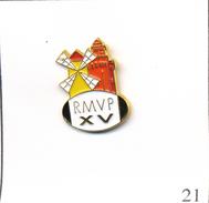 Pin's Sport - Rugby / RMVP - Club Du Moulin à Vent à Perpignan (66). Non Estampillé. Métal Peint. T538-21 - Rugby