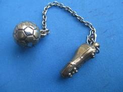 Médaille Sport/Porte-clés ? / FOOTBALL/ Ballon + Chaussure Foot / Chainette / Cuivreux / Vers1970-1980 SPO252 - Football