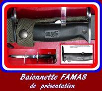 Baionnette Famas De Présentation Pas Courante - Armes Blanches