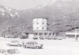 SIMPLON PASS - VALLESE SVIZZERA - PASS COL HOTEL - GRAN SAN BERNARDO FOTO DEL 1980 ANIMATA CON AUTO - Lieux