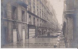 Paris - La Grande Crue De La Seine ( Janvier 1910 ) - 131 Inondation De La Rue De Verneuil Circulation Assurée Par ... - Inondations De 1910