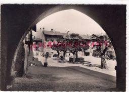 73-  ALBERTVILLE- LA CITE DE CONFLANS - LA PLACE DEPUIS LES ARCADES DU MUSEE - Albertville