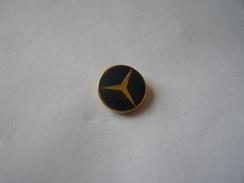 Pins Mercedes - Mercedes