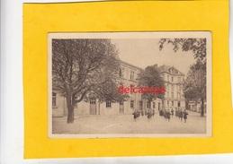 CPA -  BAR LE DUC (Meuse) - Ecole Primaire Supérieure De Jeunes Filles -La Cour Et Batiments De L'internat - Bar Le Duc