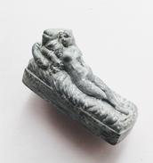 Fève Statue Femme Nue(fève Mate Vert Bronze) - Personnages