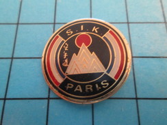 Pin710F Pin's Pins : Rare Et Belle Qualité : SPORTS / KARATE S.I.K. PARIS - Judo