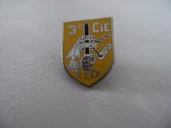 Pin's Insigne Réduction  Militaria Armée 3éme Cie ETAP PAU Camp D'ASTRA Ecole Troupes Aéroportées Parachutiste - Militari