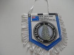 Fanion Football - FEDERATION - NOUVELLE ZELANDE - Habillement, Souvenirs & Autres