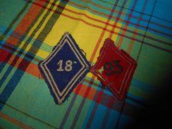 524 - Lot De 2 Ecussons Tissus, WW1 , N°93 Et N° 18 , Rouge Et Bleu - Scudetti In Tela