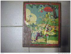 Coffret De 28 Cubes Bois -jouet Ancien- -pour Decor De Vitrine -illustrateur Inconnu-pour Decor De Vitrine - Jouets Anciens