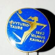 Pins/badges - Vintage,rare,quality -  HANDBALL (woman) - SVYTURIO CUP 1982 - VILNIUS, KAUNAS - LUTHUANIA. - Handball