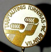 Pins/badges - Vintage,rare,quality - HANDBALL (man)- INTERNATIONAL TOURNAMENT - VILNIUS 1974 - LITHUANIA. - Handball