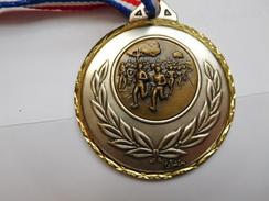 Belle Médaille ( No Pin's ) , Athlétisme , Course à Pied , Electricité Badou , La Rue Saint Pierre - Athlétisme