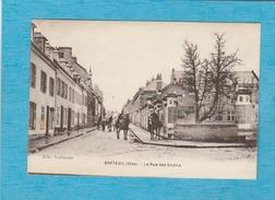 Breteuil. - La Rue Des Écoles. - Breteuil